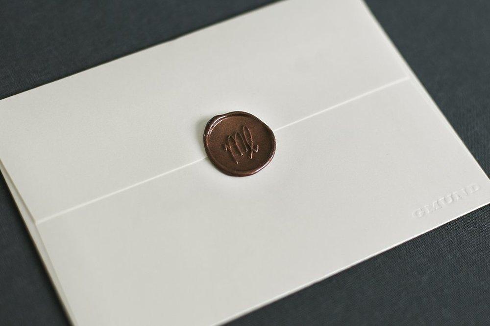 Schimmernder Briefumschlag von Gmund mit Bronze-Metallic Wachssiegel