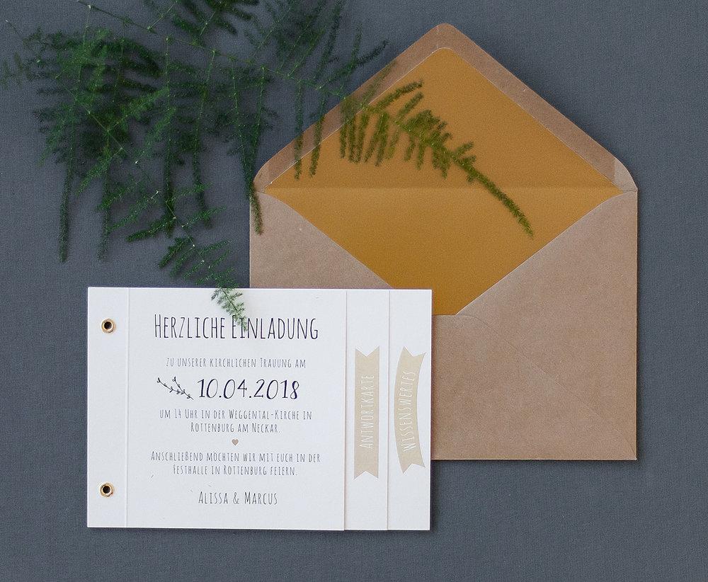 Einladung Booklet geschlossen, ohne Deckblatt, mit Kraftpapier Briefumschlag und Gold-Brieffutter