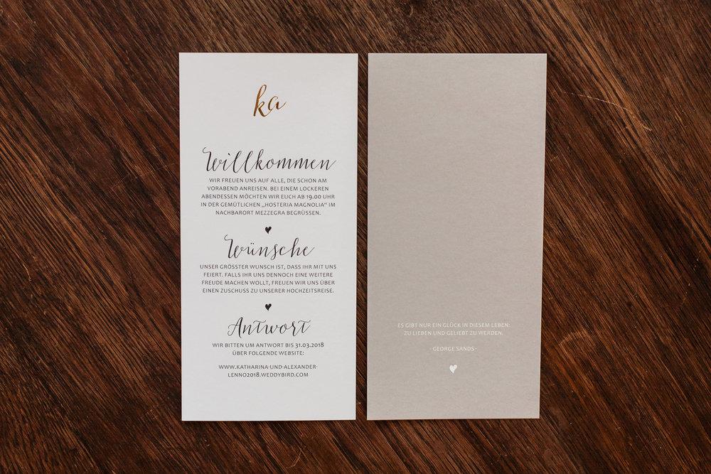 Einladungskarte, zwei Flachkarten beidseitig bedruckt (Rückseiten) mit Goldveredelung