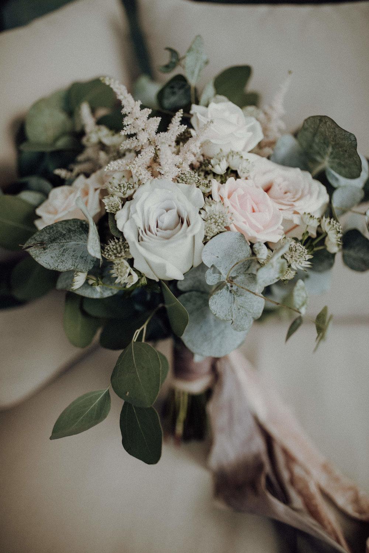 Brautstrauß weiß pastelltöne Eukalyptus Braut 2018 Italienhochzeit