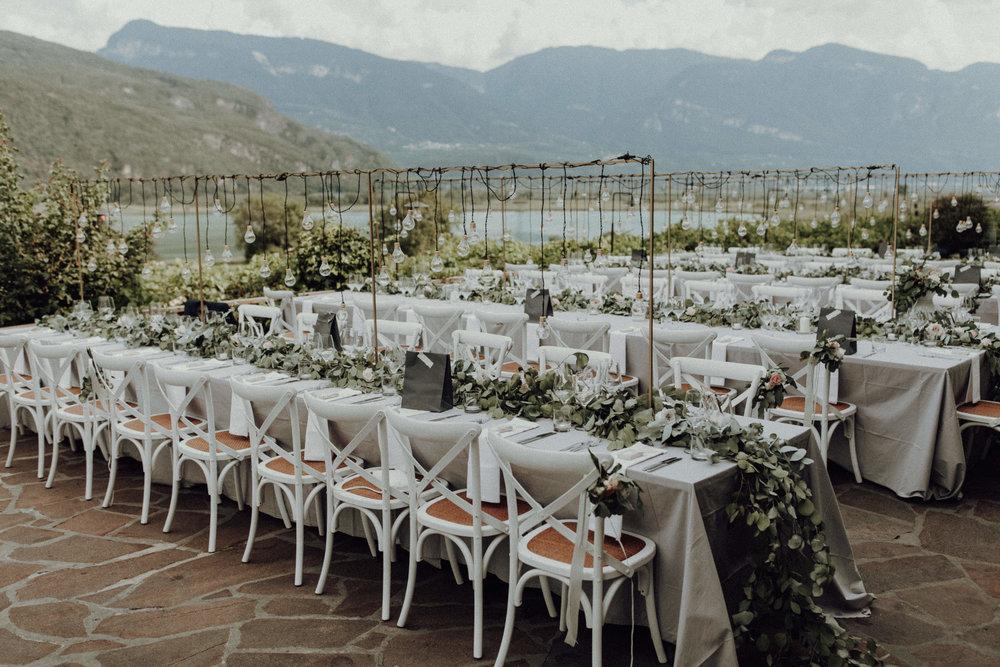 Tischdekoration Glühbirnen Italienhochzeit Bohostyle Industrial Design Eukalyptus Kalterer See Terrasse