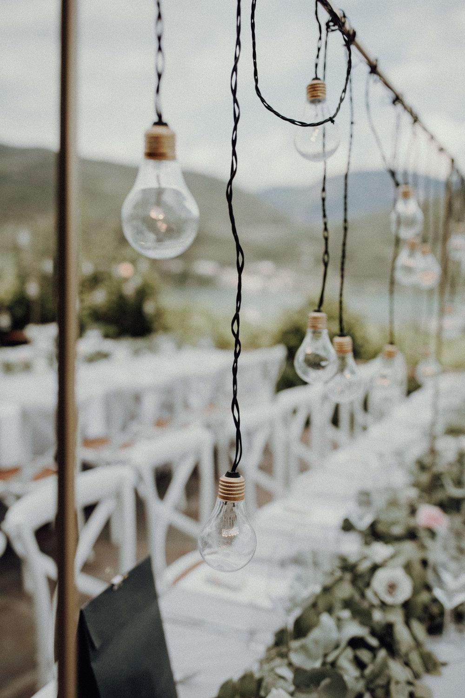 Tischdekoration Glühbirnen Industrial Design Boho Italienhochzeit