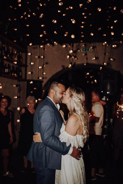 Tanzfläche Glühbirnen Deckendekoration Brautpaar 2018 Italienhochzeit
