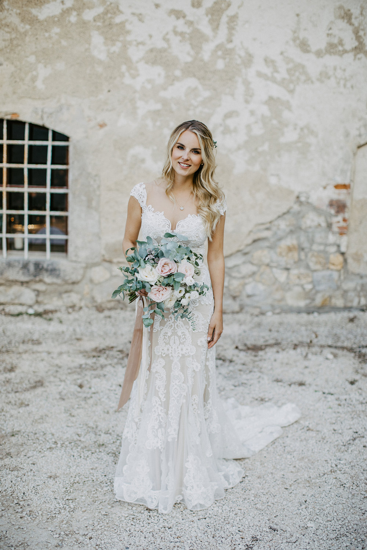 Braut mit Brautstrauß Pastell, Sommer, Eukalyptus