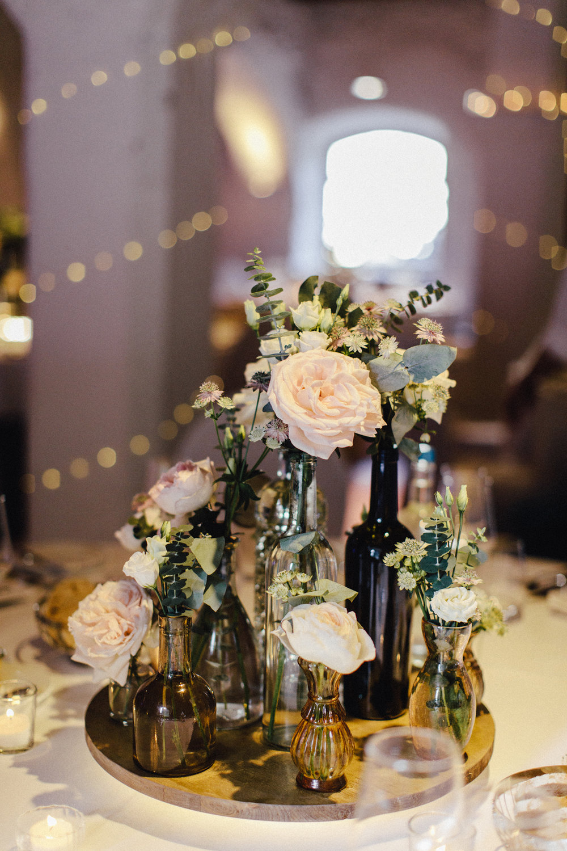 Tischdekoration Hochzeit mit LED Beleuchtung Sammelflaschen