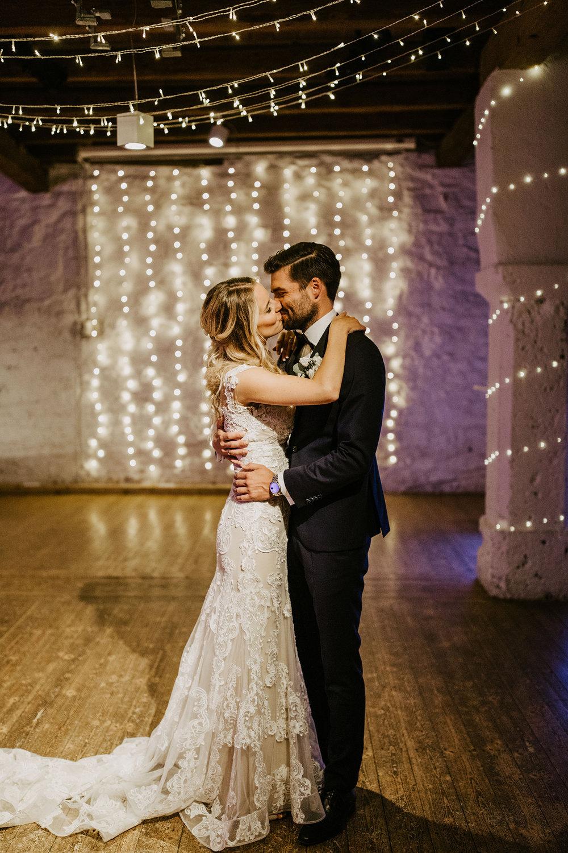 Brautpaartanz Lichterketten romantisch