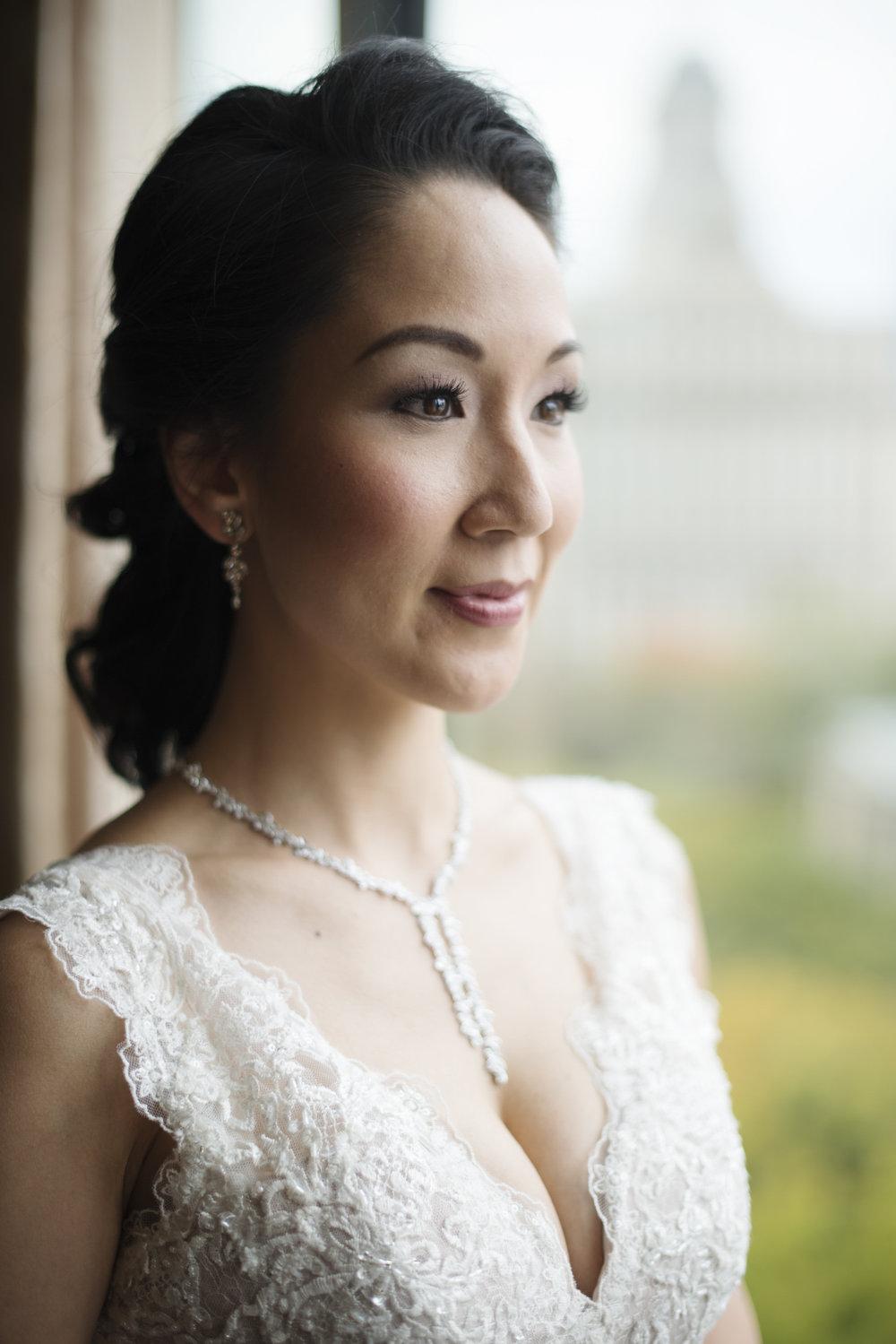 RosewoodWeddingPhotos-VanJohn-Toronto-FourSeasonToronto-CityHall-Elopement-TorontoWedding-TorontoCityHall-Bride-BridePortrait