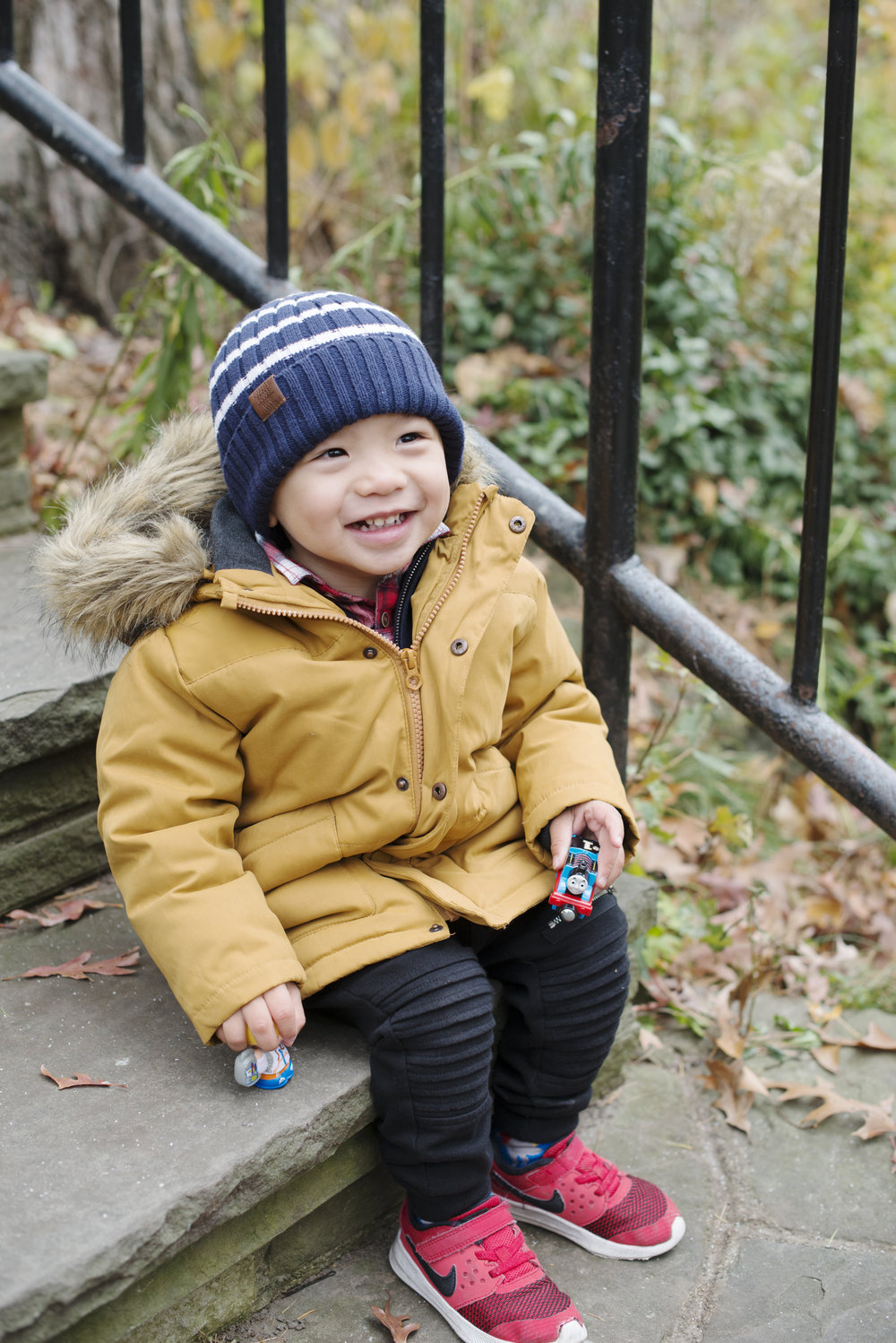 RosewoodWeddingPhotos-HighPark-Family-WinterFamilyPhotos-TorontoFamilyphotographer-filipinoFamily-Toddler-StylishKids