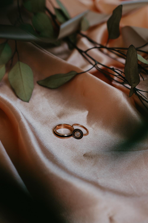 RosewoodWeddingPhotos-TorontoWeddingPhotographer-CampbellHouse-Rings-WeddingRings-EmilyGillDesign-EmilyGillJewellery-Jewellery-WeddingBand-TorontoJewellery