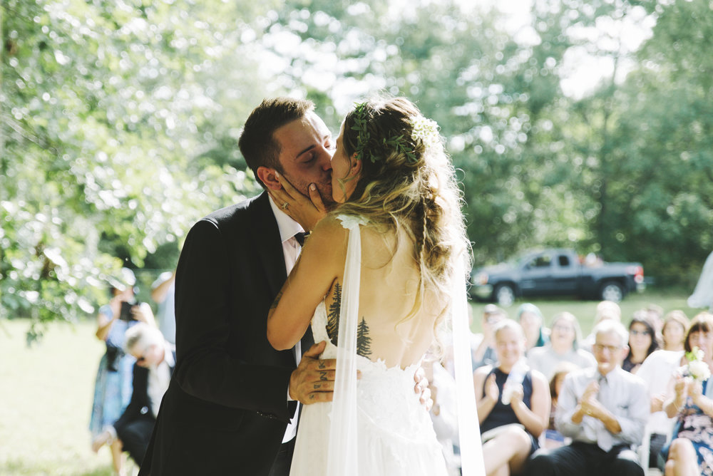 RosewoodWeddingPhotos-LondonWedding-KylieAlex-1435-SelfishThings-BohoFarmWedding-Newlywed-FirstKiss