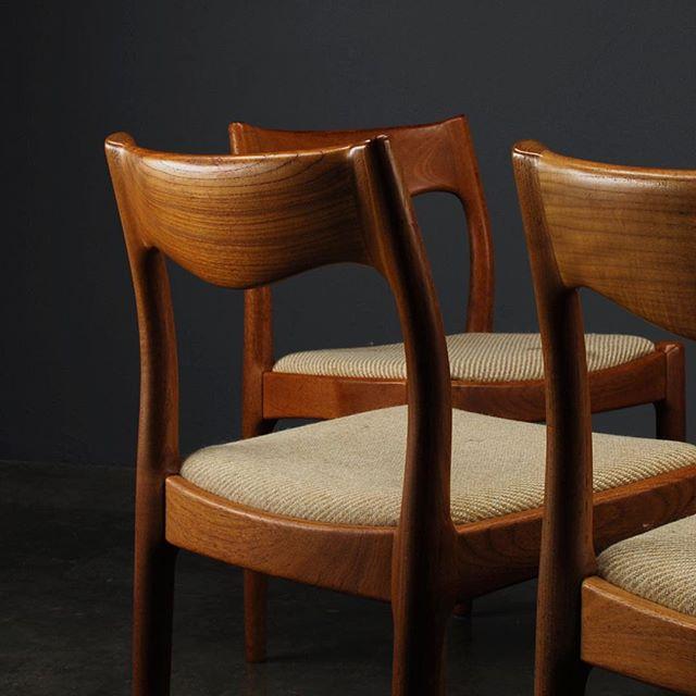 Six of these beautiful mystery chairs available now. Those curves!  #midcenturyfurniture #midcenturymodern #chairs #interiordesign #danishmodernfurniture #danishmodern #teak #madsen_modern