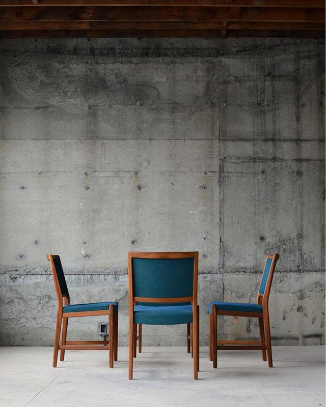 We're going to reupholster these chairs because the underlying foam is brittle, but we're kinda hoping whoever buys them picks a blue-green like the original. 💙+💚 #furniturerestoration #midcenturymodern #midcenturychairs #furnitureinspo #madsenmodern #danishmodern