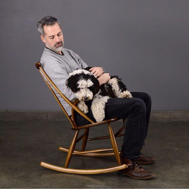 If you've been looking for the perfect chair for pup snugs, we've got you covered  #illumwikkelsø #midcenturymodern #midcenturyrockingchair #danishmodern #madsenmodern #pupsnugs #bernedoodlesofinstagram #bernedoodle