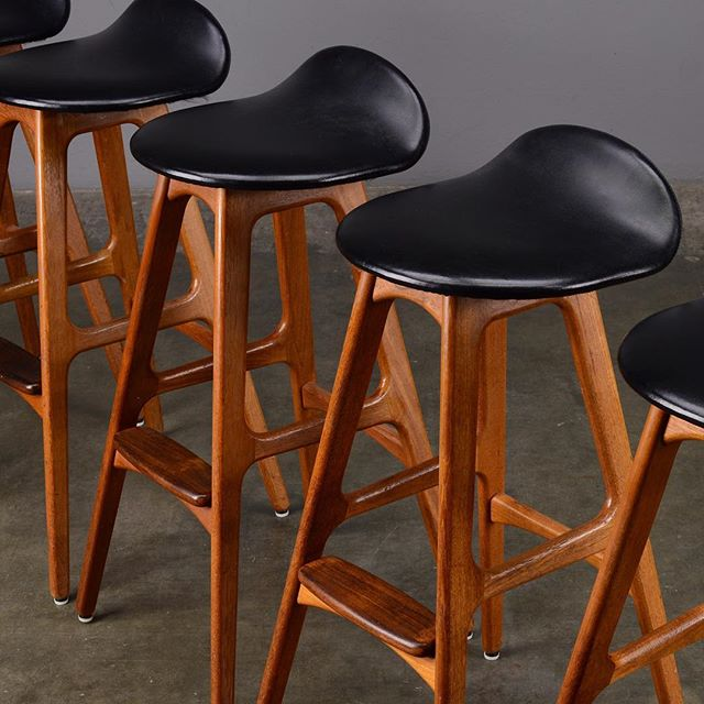 We're lucky to have seven of these iconic Erik Buch barstools in stock right now. They're sold individually so you right-size a set for your bar. There are clunky knock-offs out there, and authorized originals are back in production, but these vintage ones in prime teak with rosewood footpads are by far the best expression of this classic design. Cheers!  #erikbuch #erikbuchbarstool #danishmodern #midcenturybarstools #midcenturychair #midcenturyfurniture #madsenmodern
