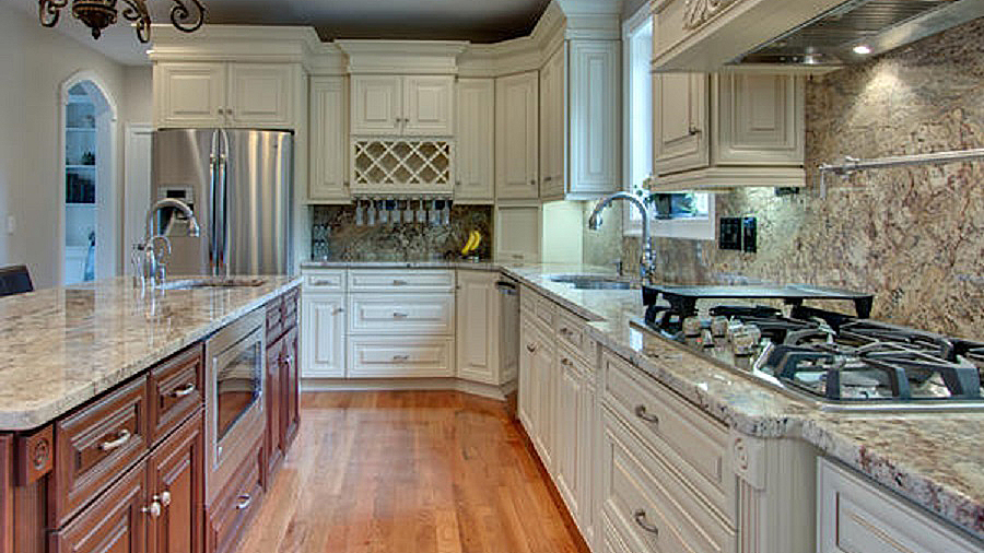 A7_Creme_colored_maple_wood_cabinets_with_a_bold_bronze_glaze_in_traditional_style_08.jpg