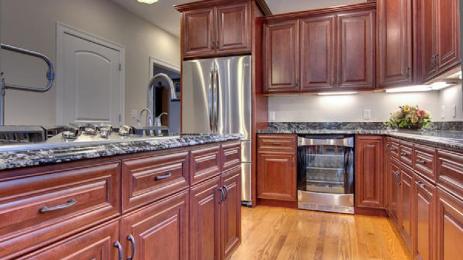 J5_Red_mahogany_stained_maple_wood_cabinets_in_a_refined_traditional_style_06.jpg