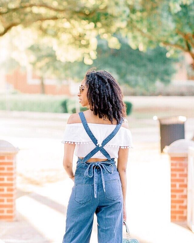 Forever loving these overalls 💖💙 I've been wearing these so much lately, I just can't help it. Have you added them to your wardrobe yet?! You can easily switch the style up by wearing a long sleeve t-shirt or bodysuit. Or just a simple white tee. This pic is an oldie, but I've linked similar overalls on the blog💕 *link in bio* 📸 @karissaleephotos . . . . . . . #ootdfashion #ootdinspo #instafashion #styleinspo #dfwblogger #fortworthblogger #dallasblogger #lovethislook #darlingmovement #fashiononabudget #frugalfashion #lookforless #styleonabudget #budgetfashionista #everydayfashion #imwearing #planotx #downtownplano