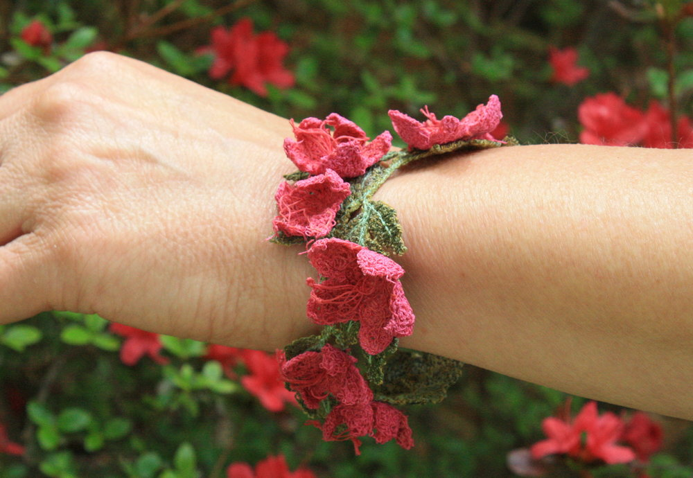 Azalea thread sculpture bracelet