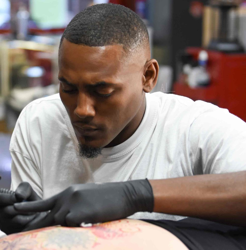 Kel-01-doing-tattoo.jpg