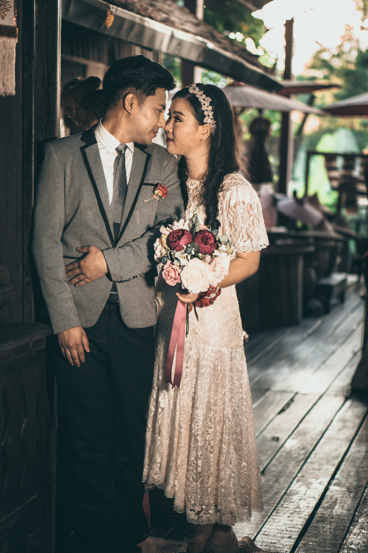 Vintage Thai style wedding photography at Thai temple by Chiang Mai photographer Sean Dalton