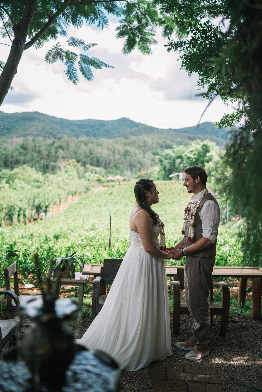 Thai style wedding photography at Thai temple by Chiang Mai photographer Sean Dalton