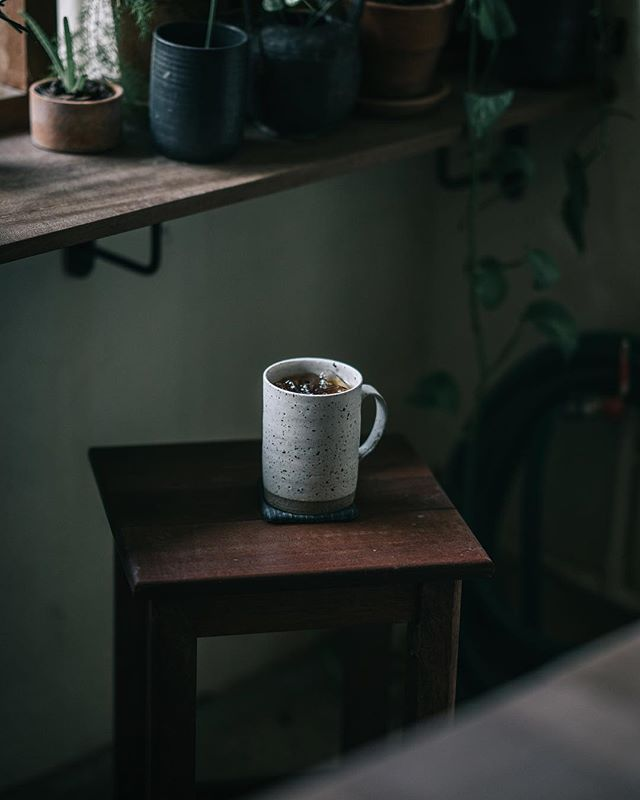 When stunning pottery and delicious coffee come together. Loving the cafe scene here in Bangkok. Especially this cute little pottery/coffee shop @aoonpottery in the old city. Check it out! (Edited with my Crisp Modern preset from my Cafe film preset pack)