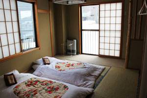 Double-Room-Lodge-Nagano-lo-res.jpg