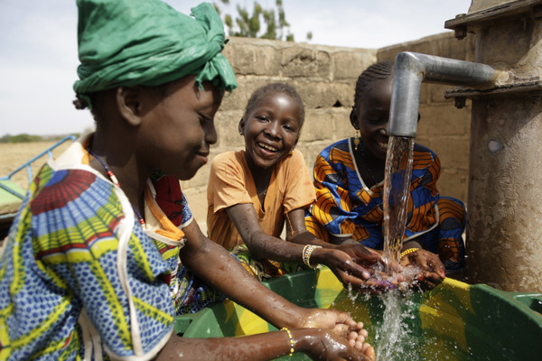 WATERAID - WaterAid is the #1 ranked international nonprofit dedicated to helping people living in the world'spoorest communities gain access to clean and safe water and toilets.