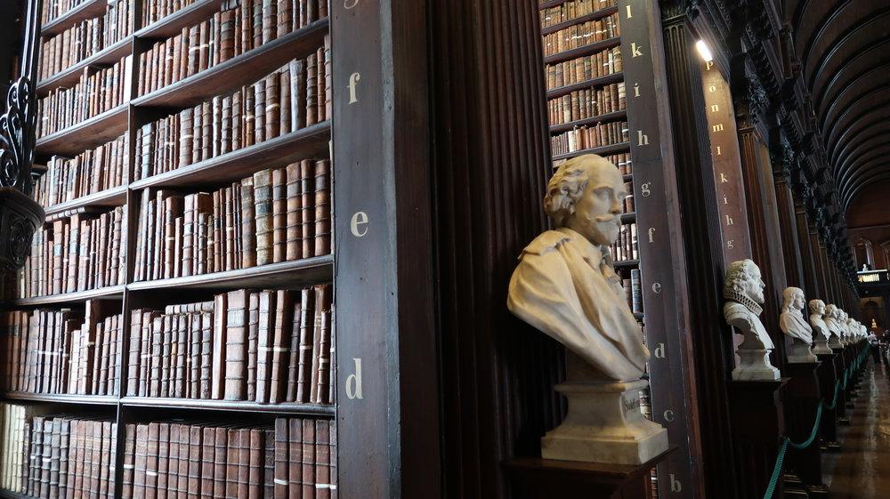 Old Library Marble busts, photo Amelie Rosengren Latinitium.com.JPG