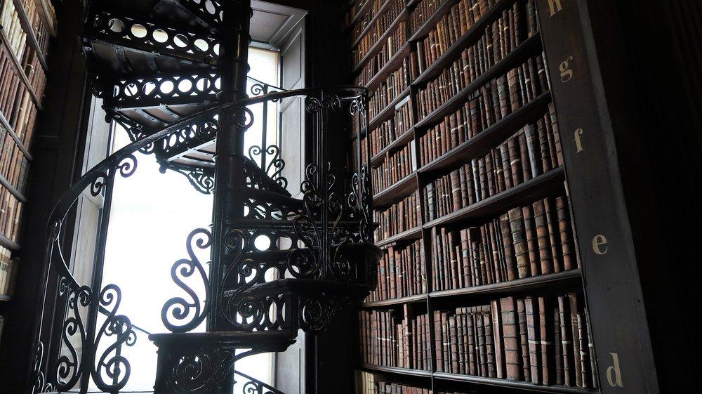 Old library Trinity College staircase, photo Amelie Rosengren Latinitium.com.jpg