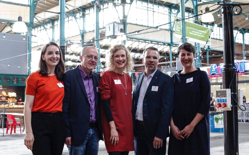 Das Team der SFA von links nach rechts: Eva-Maria Endres, Prof. Christoph Klotter, Denise Loga, Torsten v. Borstel und Nadja Flohr-Spence