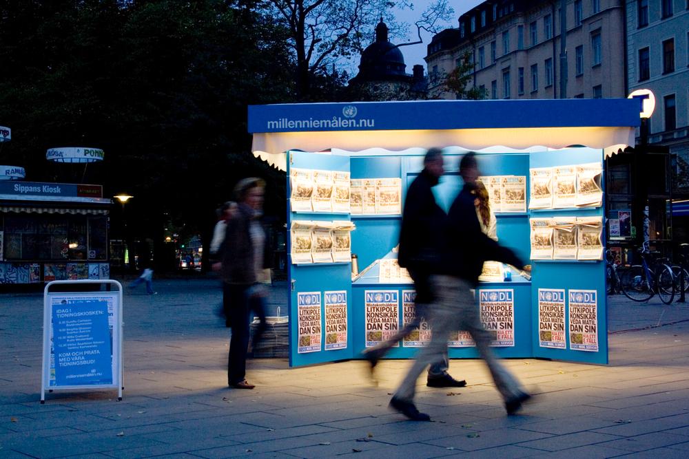"""Event  för UNDP på Odenplan i Stockholm. """"Världens mest oläsliga gratistidning."""""""