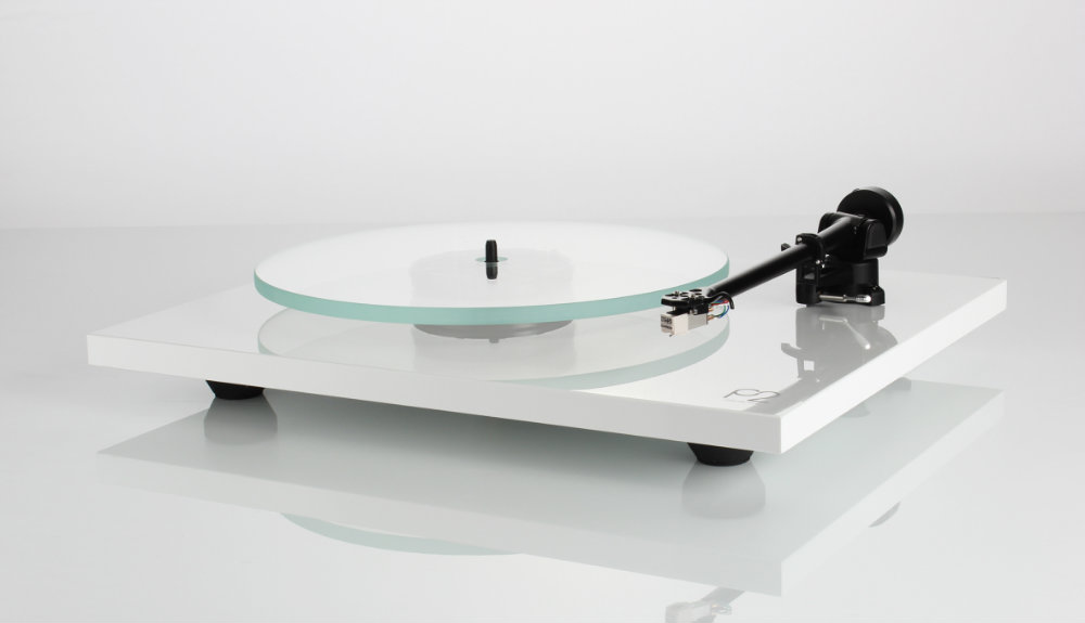 Rega Planar 2 turntable in white