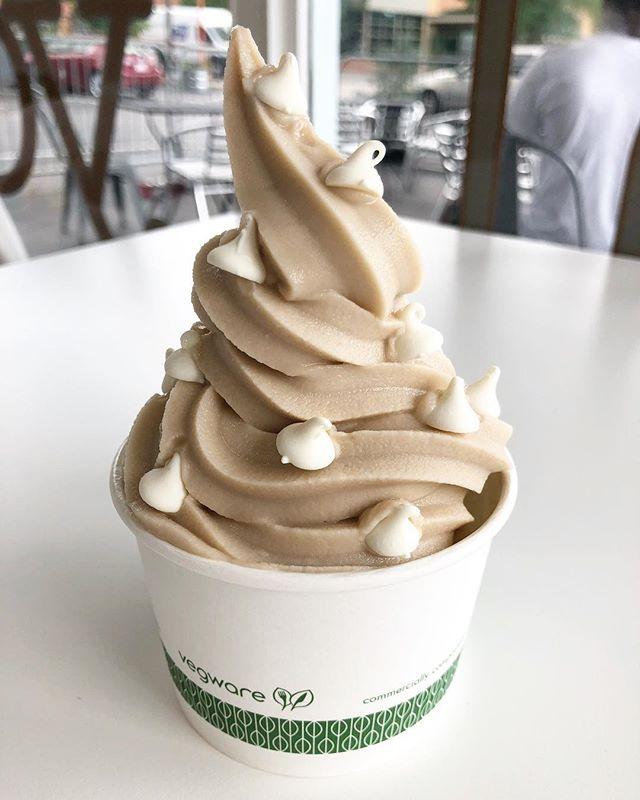 Happy hump day! We are half way too the long weekend 😎 #localyogurt #frozenyogurt #loyoonthego #froyo #durhameats #dessert