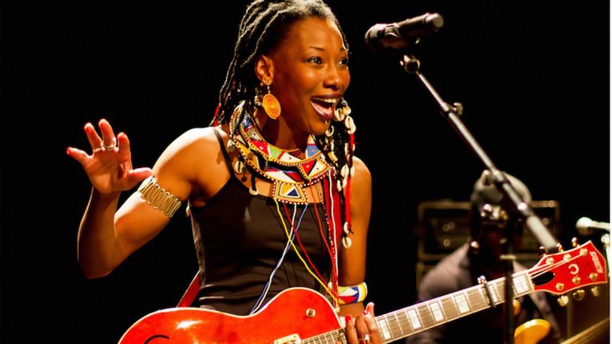 "<a href=""http://www.jazzradio.fr/news/radio/28242/fatoumata-diawara-roberto-fonseca-en-tournee-francaise"">via</a> Jazz Radio France"