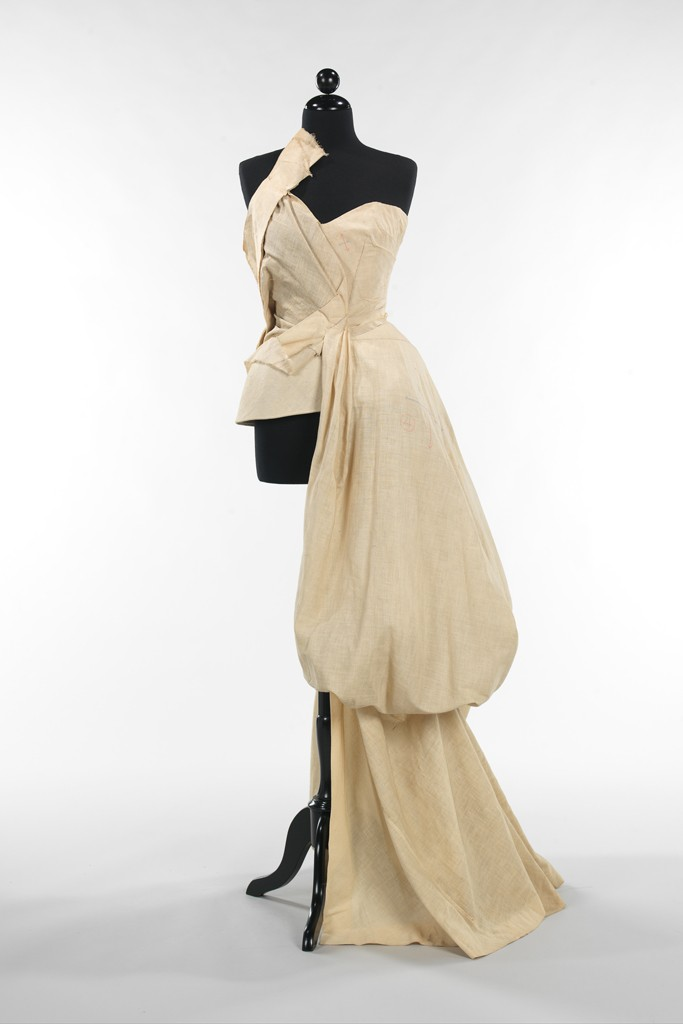 Charles James muslin evening dress, 1947