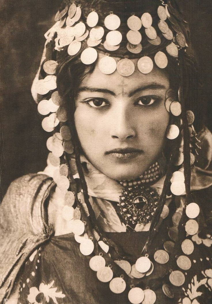 Ouled-Naïl young woman in Tunisia by Lehnert & Landrock, 1905.