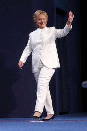 hilary-clinton-white-pantsuit-debate-justin-sullivan-getty.jpg