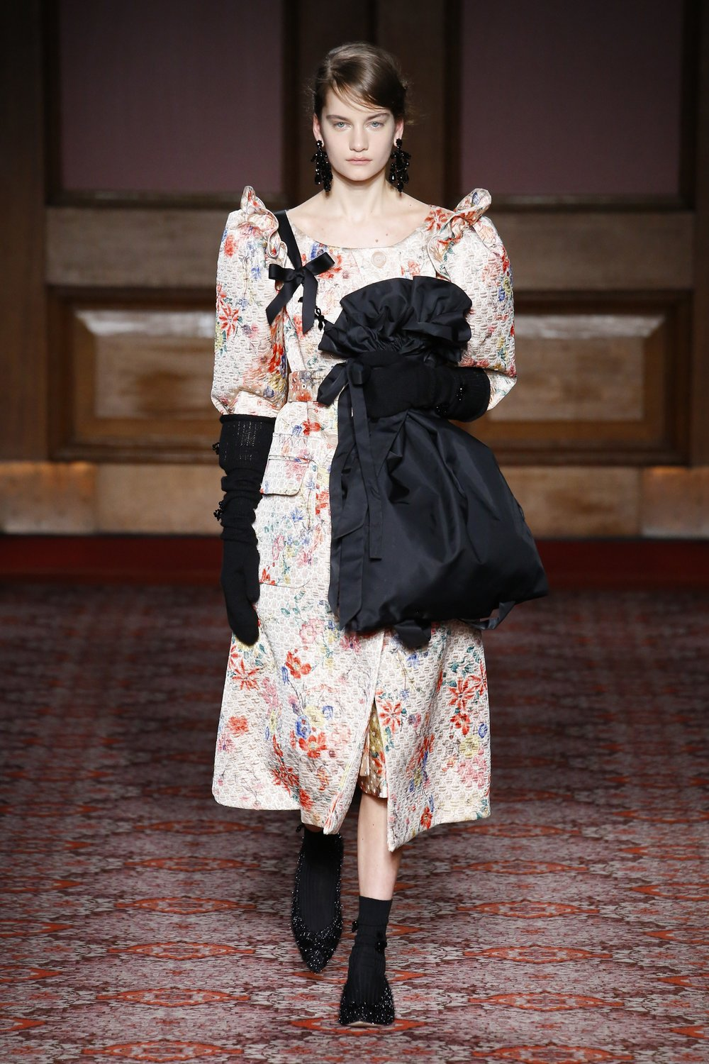 simone-rocha-london-fashion-week-fall-2018-rtw-6.jpg