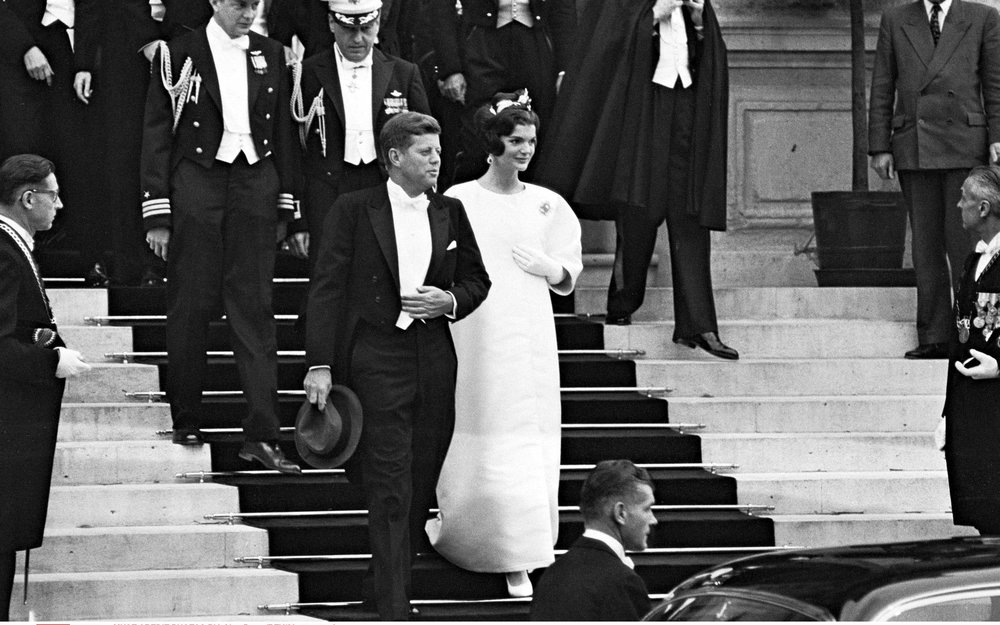 jackie-kennedy-hubert-de-givenchy-versailles-france.jpg