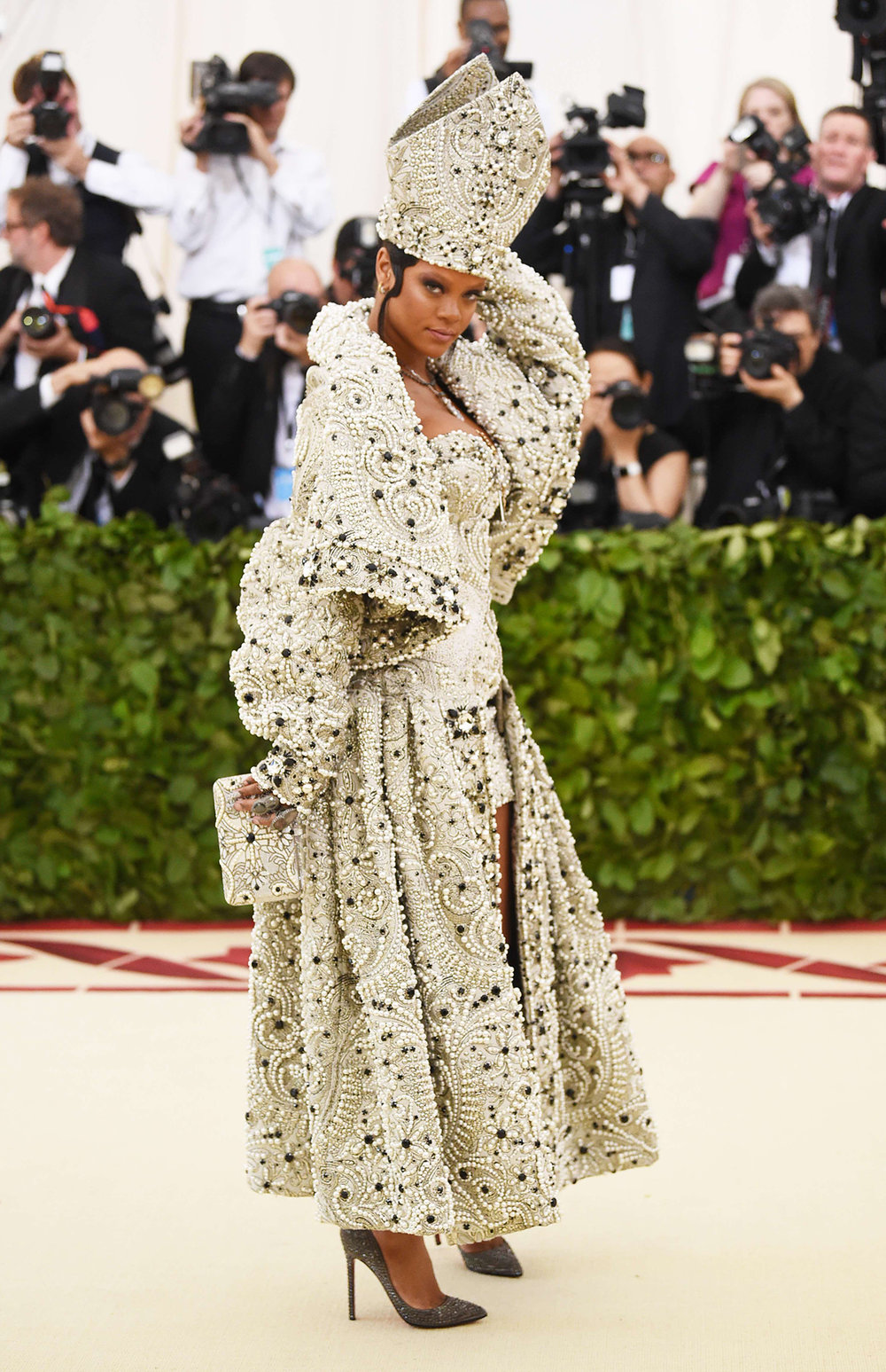 rihanna-margiela-met-gala-2018-heavenly-bodies-best-dressed.jpg