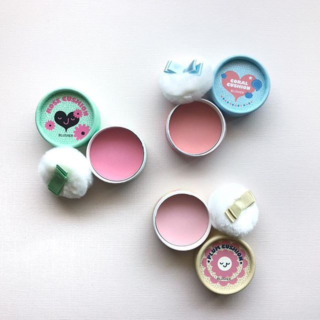 Pops of color are fun for summer! The July/August #jinibeautybox will feature THE FACE SHOP Lovely ME:EX Pastel Cushion Blusher in Rose, Coral, or Plum. 🤗#tgif #thefaceshop #summermakeup #blusher . . . #koreanbeauty #koreanskincare #koreancosmetics #beautyaddict #jinibeauty #subscriptionbox #beautybox #loveyourskin #rasianbeauty