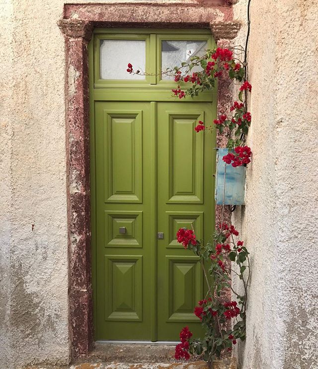 Inspired by the quiet beauty of this door in the village of Pyrgos, Santorini. Old World + modernity through color = loving it! 💚 #findingbeauty #nofilter #santorini