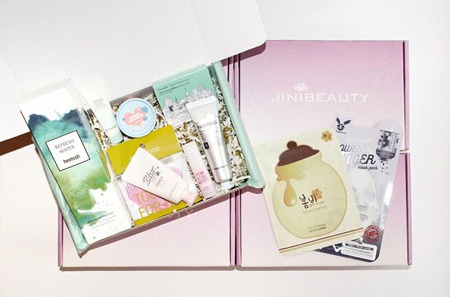 Give Jini Beauty for the holidays! 🎁 From now until December 31, get 12% off 1T boxes with code MERRYJINI at jinibeauty.com/shop. 🤩 #christmasshopping #giftideas #holidaysale . . . #koreanbeauty #koreanskincare #koreancosmetics #jinibeauty #beautybox #rasianbeauty