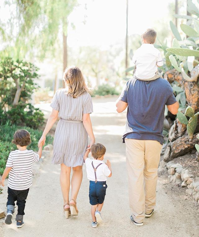 Six sweet family sessions today 💛 Happy Sunday! 🌿 #amiragrayfamilies #sandiegofamilyphotographer