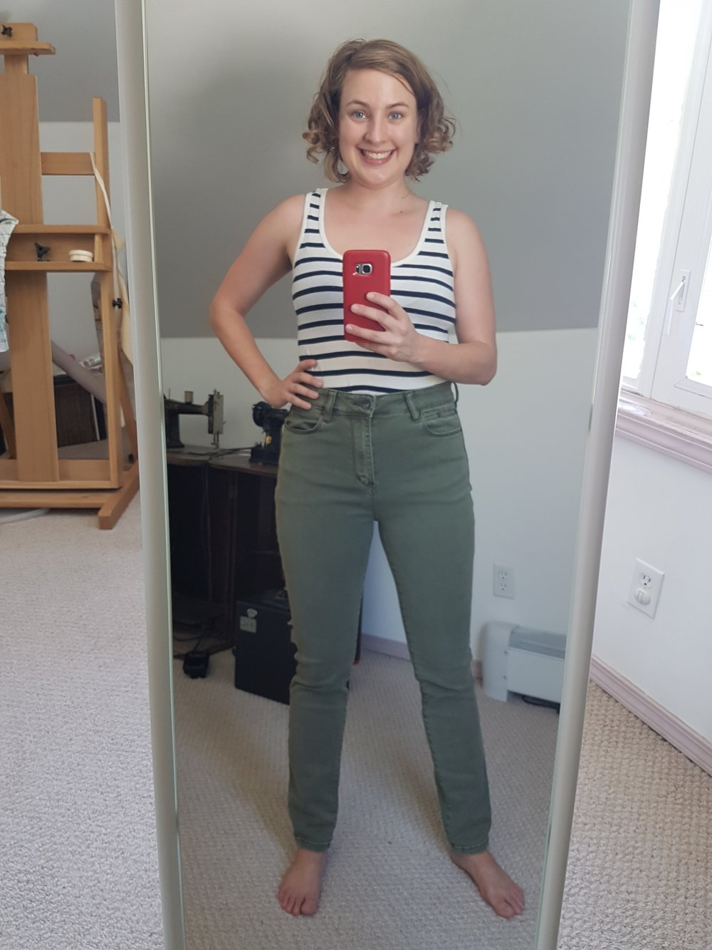 Here they are, my new (to me) jeans! They look okay from the front but...