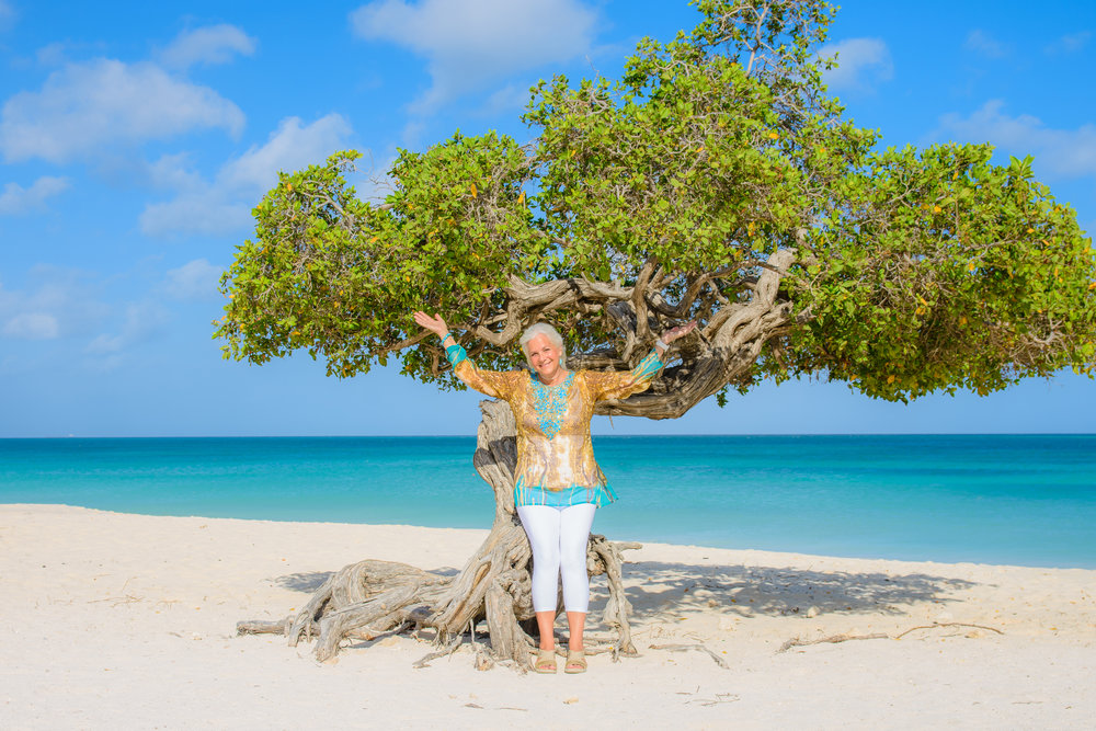 Eagle Beach - Divi Divi tree 📷 Aruba Memoir Photography  The owner of Ocean Z, Eva Zissou, designed and made my lovely top. Just another perk of staying at Ocean Z. #fashiondiva
