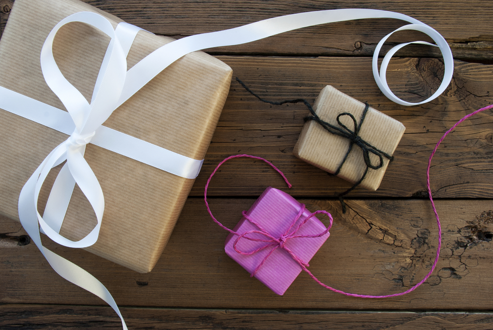 5 Favorite Gift Ideas For People Who Love To Travel Beths