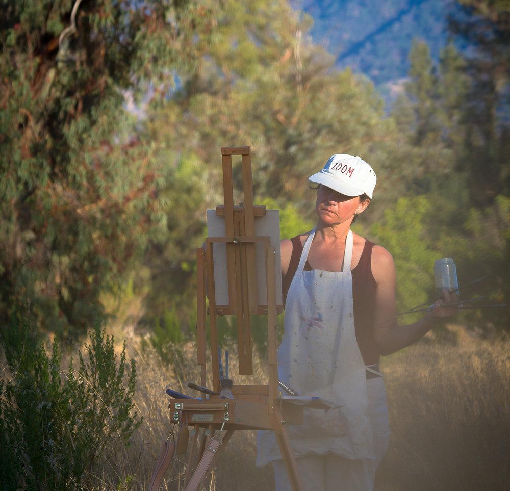 Elizabeth Garat painting en plein air.