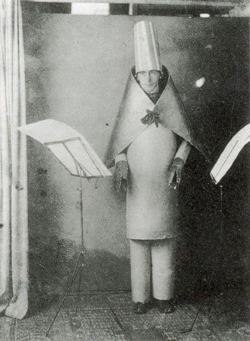 Hugo_Ball_Cabaret_Voltaire.jpg